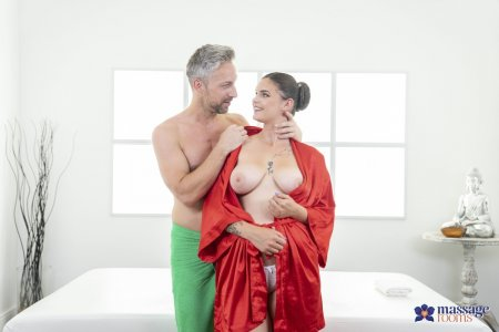 Taylee Wood, Lutro Steel - Big bendy cock for buxom babe