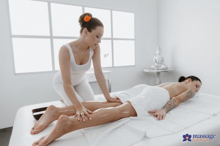 Alya Stark, Sydney Love - 69 facesitting lesbians oil massage
