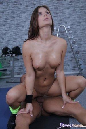 Jenifer Jane, Ridge Crix - Fit brunette has a creampie workout