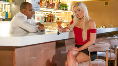 Lovita Fate, Aaron Rock - Czech blonde seduces the bartender