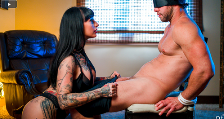 Jessie Lee, Seth Gamble - Whos In Control